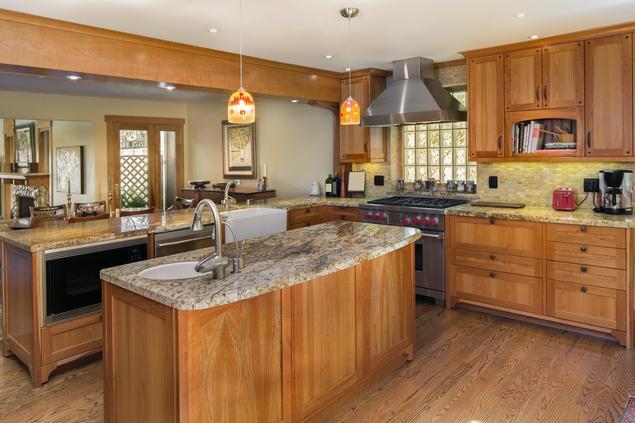 Zobacz galerię zdjęć Kuchnia klasyczna Kuchnia z wyspą  Stronywnętrza pl -> Kuchnia Rustykalna Z Wyspą