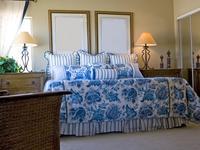 Jak urządzić sypialnię? Romantyczne sypialnie w różnych stylach