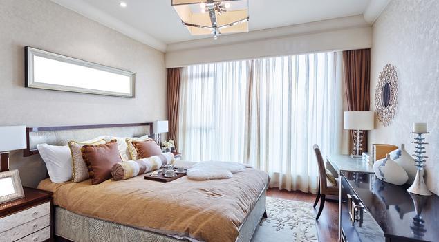 Elegancka sypialnia w stylu glamour