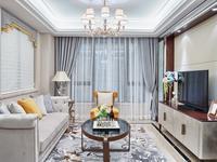 Mały salon z eleganckimi meblami – pomysł na klasyczną aranżację salonu