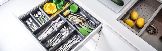 Szuflady kuchenne dobrze zorganizowane
