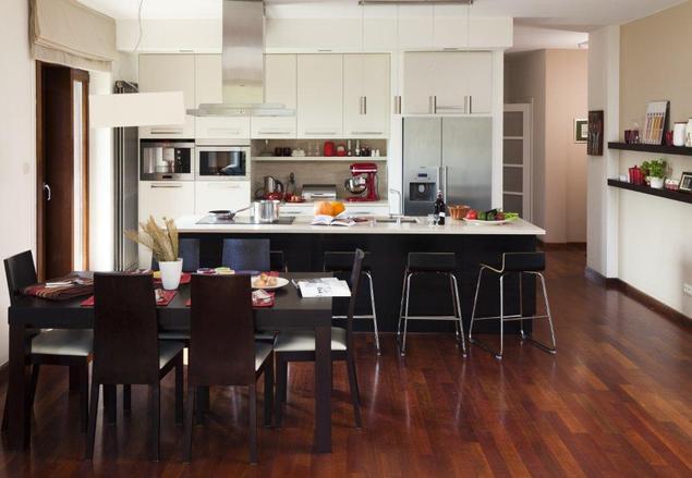 Zobacz galerię zdjęć Aranżacje kuchni z salonem Ciepło zimny wystrój wnętrz   -> Kuchnia Z Wyspą I Salonem